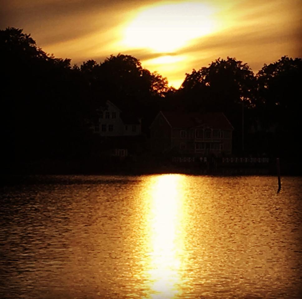 Sjöstugan i lite motljus….. #solnedgång #sunset