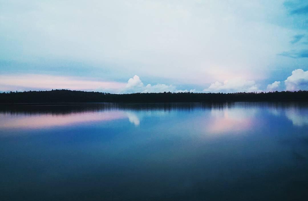 Kanske lite åska i fjärran? #skymning #åska #dusk #thunderstorm #bluehour